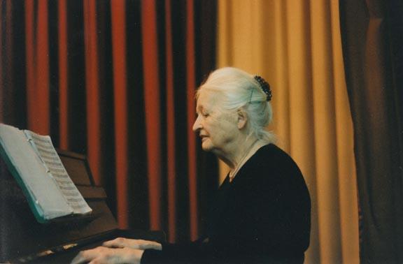 gaby piano grande_petite